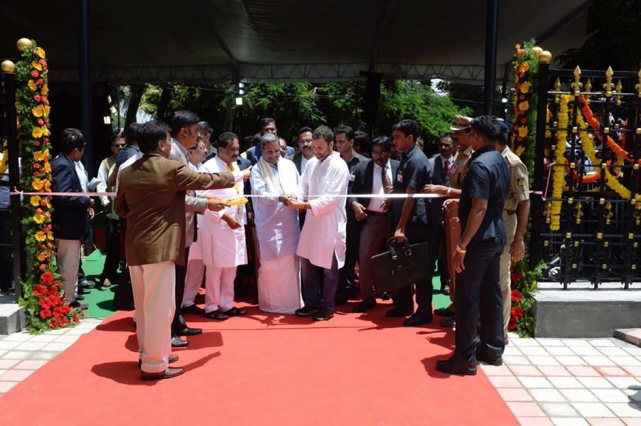Congress Vice President Rahul Gandhi,Rahul Gandhi,Indira Canteen,namma indira canteen,Rahul Gandhi launches Indira Canteen,Indira Canteen in Bengaluru