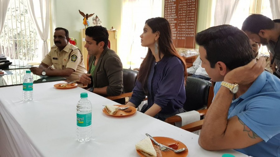 Lucknow Central,Lucknow Central song,Yerwada Central Jail,Farhan Akhtar,Ranjit Tiwari,Director Ranjit Tiwari,Diana Penty,Ronit Roy,Rajesh Sharma,Ravi Kishan