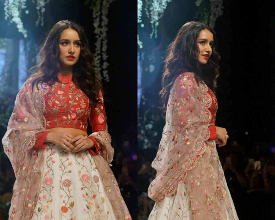 Shraddha Kapoor looks sensational,Shraddha Kapoor looks sensational at Lakme Fashion Week,Shraddha Kapoor at Lakme Fashion Week,Lakme Fashion Week,Lakme Fashion Week 2017