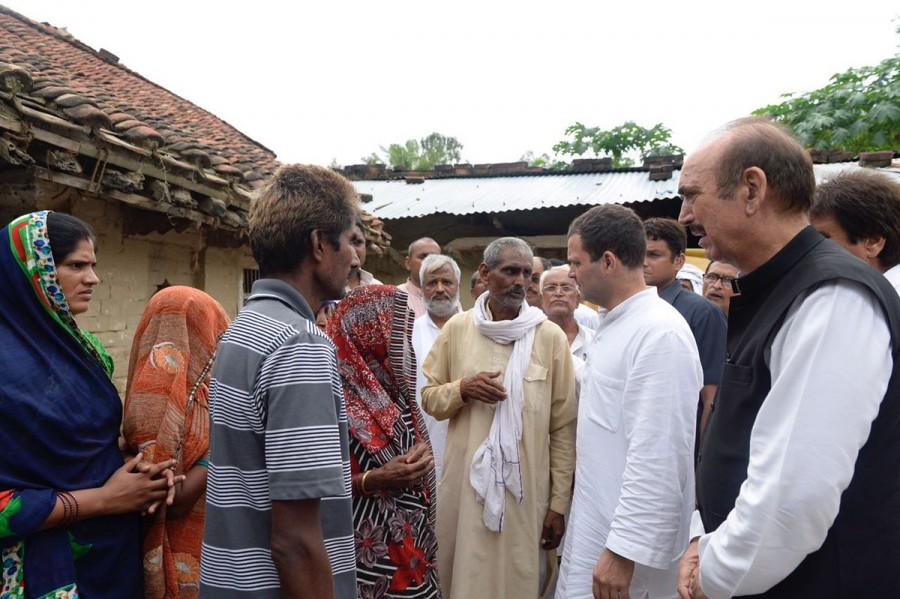 Gorakhpur deaths,Rahul Gandhi,Rahul Gandhi meets bereaved families,Congress Vice-President Rahul Gandh,Baba Raghav Das