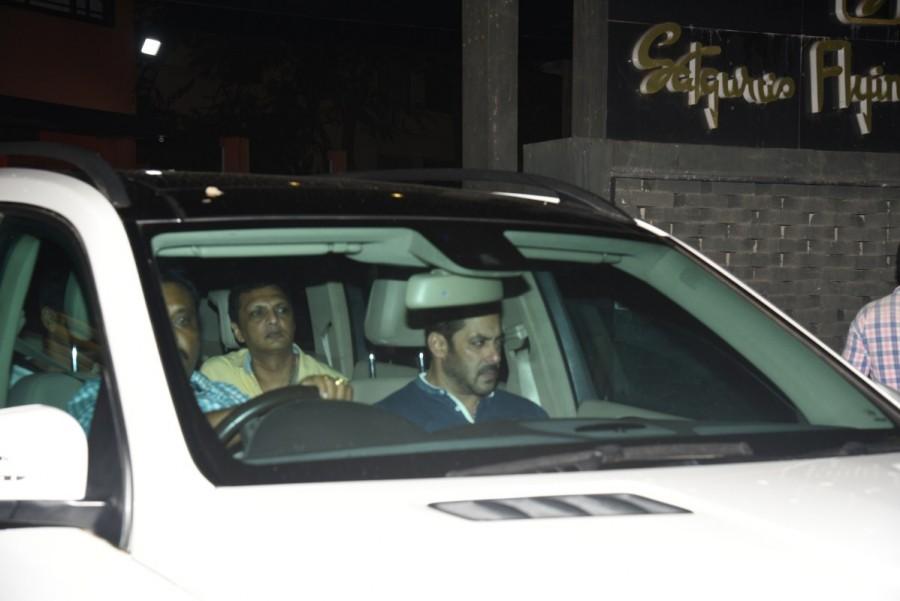 Salman Khan,Salman Khan visit Arpita,Salman Khan Ganesh Darshan,Ganesh Darshan