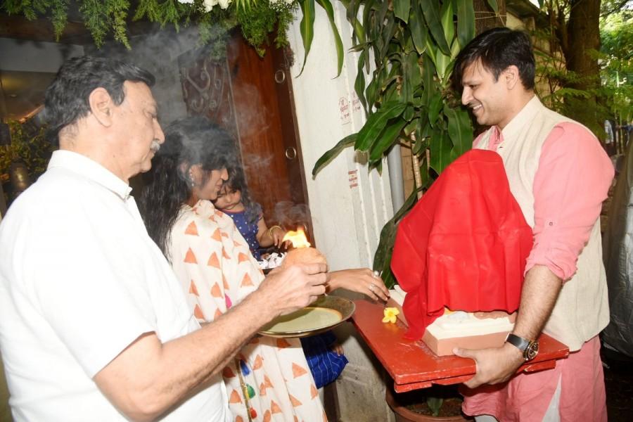 Sanjay Dutt,Vivek Oberoi welcome Lord Ganesha,Sanjay Dutt welcome Lord Ganesha,Ganesh Chaturthi 2017,Ganesh Chaturthi