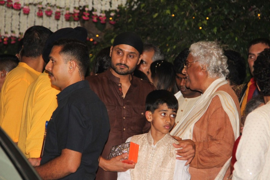 Sachin Tendulkar,Ganesh Chaturathi Celebrations,Harbhajan Singh,Sachin Tendulkar Mukesh Ambani bash,Harbhajan Singh at Mukesh Ambani bash,Mukesh Ambani bash