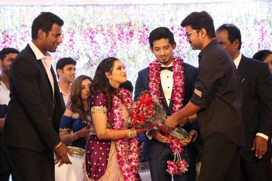 Vijay,actor Vijay,Ilayathalapathy Vijay,Vijay at Vishal's sister Wedding Reception,Aishwarya Reddy wedding reception,Vishal sister,Vishal sister Aishwarya Reddy