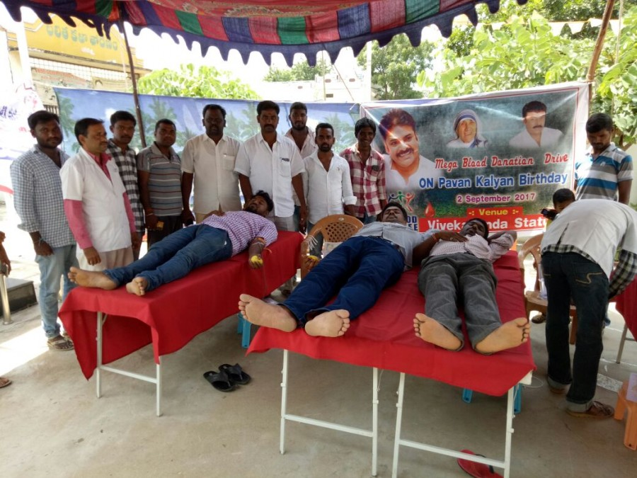 Pawan Kalyan,Pawan Kalyan birthday,Pawan Kalyan 45th birthday,Power Star,Pawan Kalyan fans donates blood,Power Star Pawan Kalyan