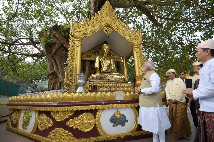 Narendra Modi,Narendra Modi visits the Shwedagon Pagoda,Shwedagon Pagoda,Narendra Modi in Myanmar,Narendra Modi visits Myanmar,Modi visits Myanmar