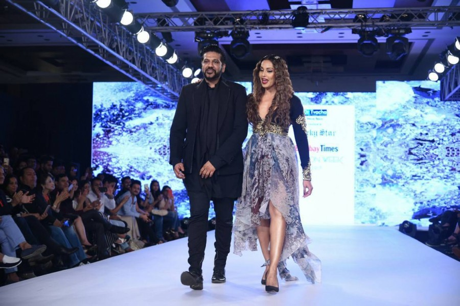 Bipasha Basu,actress Bipasha Basu,Bipasha Basu walks the ramp for Rocky S,Bombay Times Fashion Week,Bombay Times Fashion Week 2017
