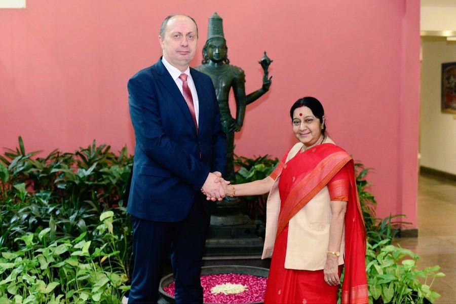 Sushma Swaraj,External Affairs Minister Sushma Swaraj,Belarus minister Vitaly Vovk,Belarus Industry minister Vitaly Vovk,Sushma meets Belarus minister,Indian-Belarusian
