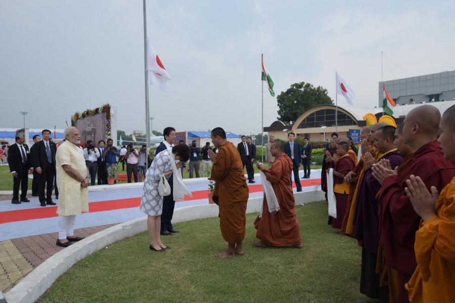 Narendra Modi,PM Narendra Modi,Shinzo Abe,Shinzo Abe in India,Japanese Prime Minister Shinzo Abe,Shinzo Abe at Ahmedabad airport
