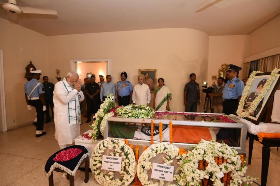 Narendra Modi,Narendra Modi pays last respect to Arjan Singh,Arjan Singh,Narendra Modi visits Arjan Singh,Marshal,Air Force Arjan Singh,IAF Arjan Singh funeral,Air Force Marshal Arjan Singh dead