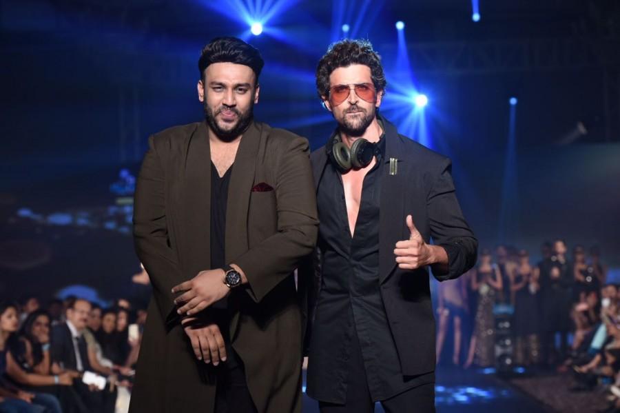 Hrithik Roshan,actor Hrithik Roshan,Hrithik Roshan abides torrential rain,Mumbai Rain,Nikhil Thampi