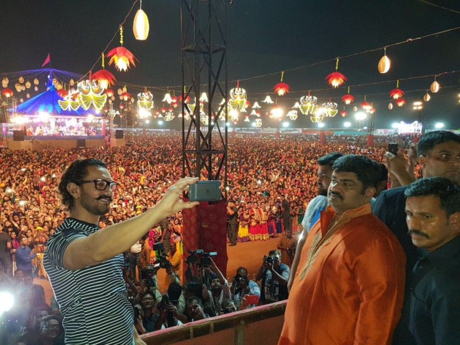 Aamir Khan,Aamir Khan celebrates Navratri,Actor Aamir Khan celebrates Navratri,Secret Superstar,Secret Superstar team,Superstar Aamir Khan
