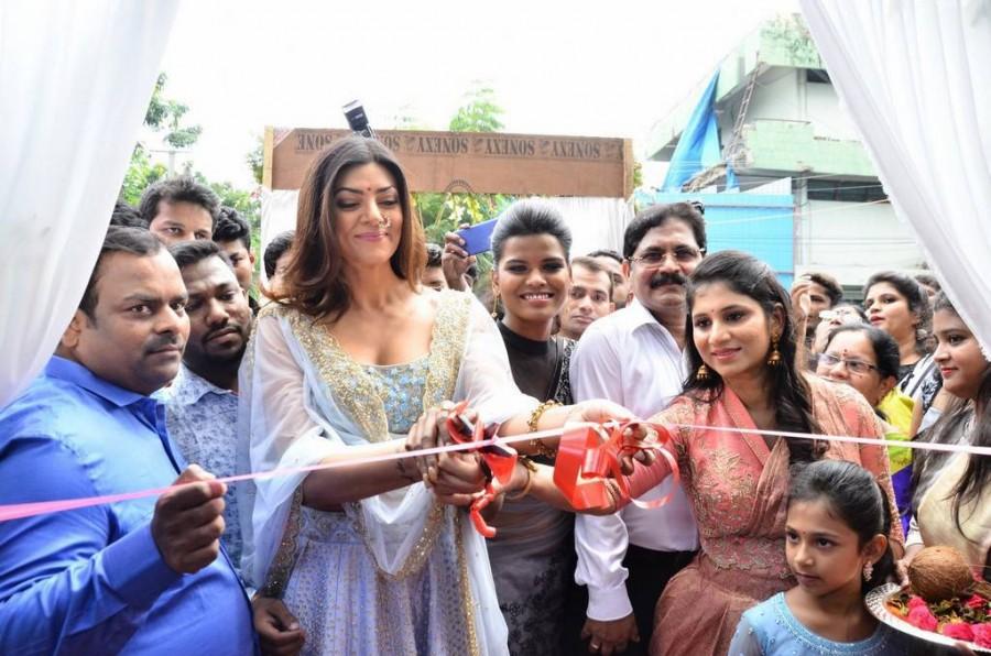 Sushmita Sen,Sashi Vangapalli Designer Store Launch,Designer Sashi Vangapalli,actress Sushmita Sen