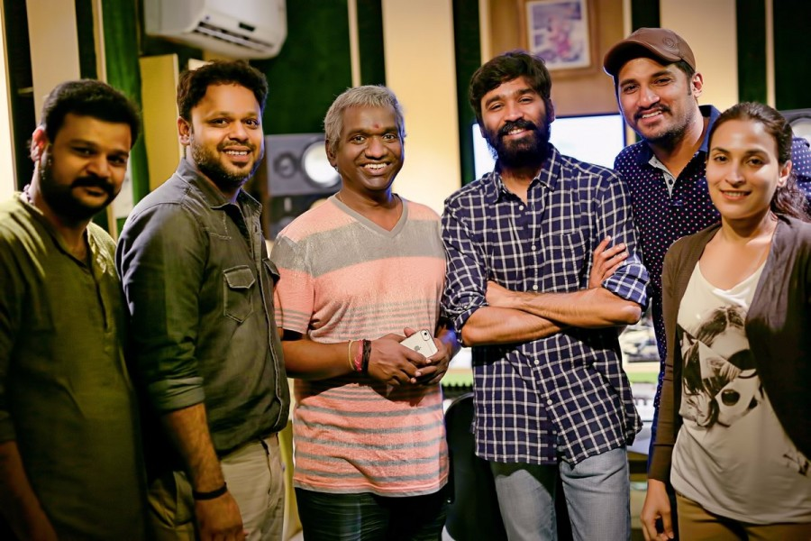 Dhanush,Local Sarakkaa Foreign Sarakkaa,Local Sarakkaa Foreign Sarakkaa song,Dhanush sings Local Sarakkaa Foreign Sarakkaa,Padaiveeran