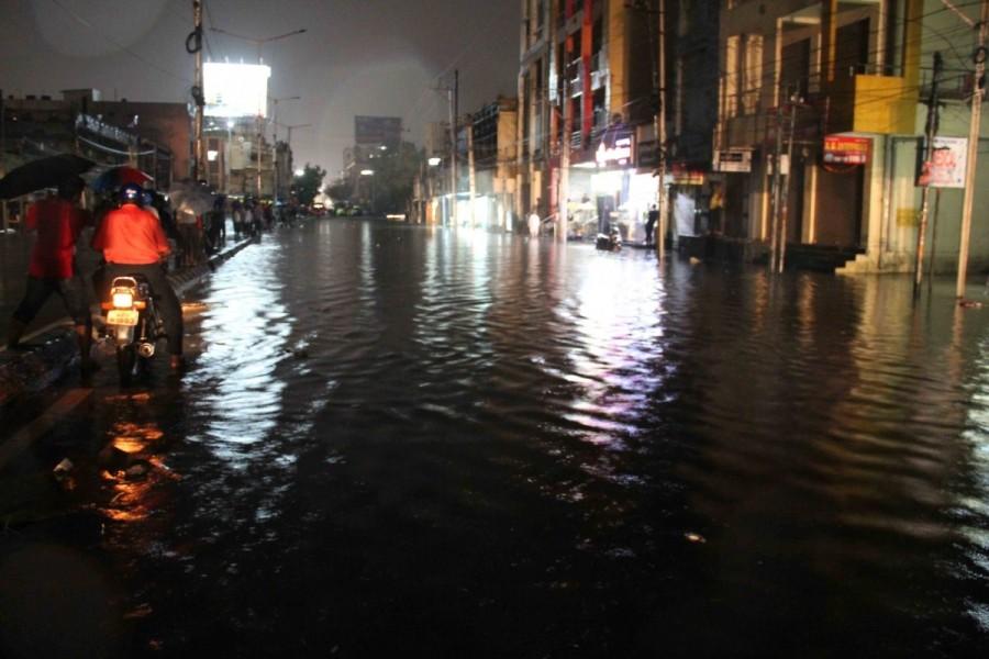 Heavy rain,Heavy rain in Hyderabad,Hyderabad,Hyderabad rain,Hyderabad heavy rain,Heavy rains lash Hyderabad