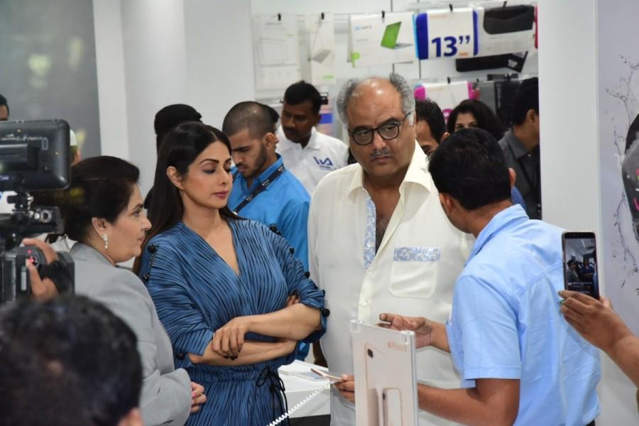 Sridevi & Boney Kapoor,Sridevi Kapoor,Sridevi,IPhone 8 & IPhone 8+,IPhone 8,IPhone 8+,IPhone 8+ launch