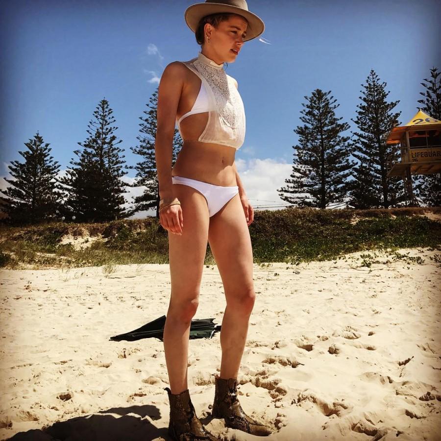 Amber Heard,model Amber Heard,Amber Heard flaunts her toned figure,Amber Heard in vibrant bikini,Amber Heard in bikini,Amber Heard bikini,Amber Heard bikini pics,Amber Heard bikini images,Amber Heard bikini stills,Amber Heard bikini pictures,Amber Heard b