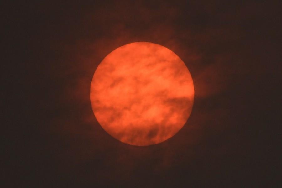 Ophelia turns London sky red,London sky red,London sky,Ophelia filters sunlight