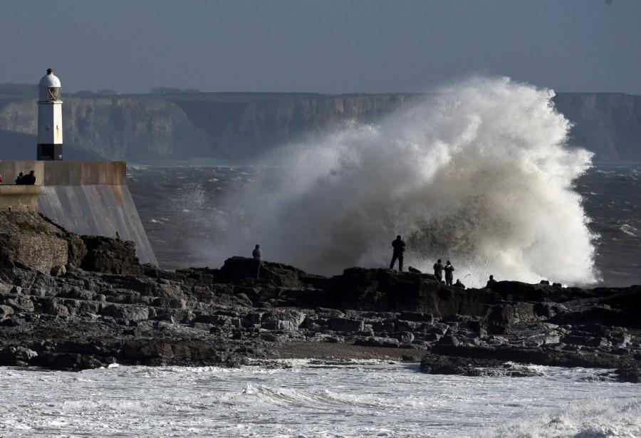 Storm Ophelia,Tropical Storm Ophelia,Tropical Storm Ophelia hits Ireland,Tropical Storm Ophelia hits UK