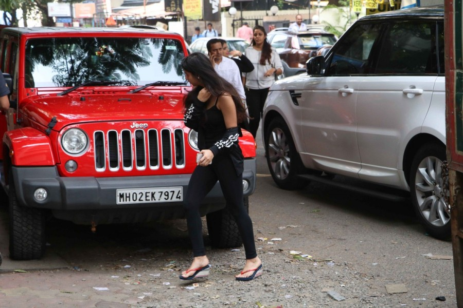 Shah Rukh Khan,Shah Rukh Khan daughter,Shah Rukh Khan daughter Suhana Khan,Suhana Khan,Suhana Khan spotted at Skin Clinic,Skin Clinic,SRK daughter Suhana Khan,SRK