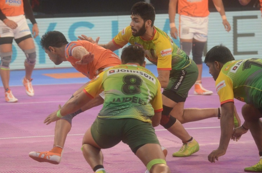Pro Kabaddi League,Pro Kabaddi League 2017,Patna Pirates stun Puneri Paltan,Patna Pirates beats Puneri Paltan,Patna Pirates,Puneri Paltan,Bengal Warriors