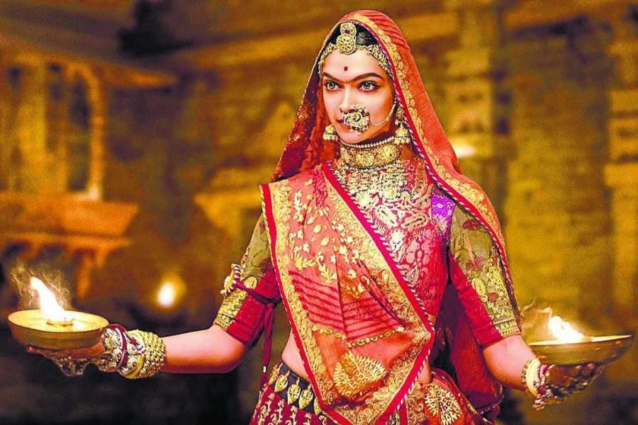 Ghoomar,Ghoomar song,Padmavati,Padmavati song,Padmavati movie song,Padmavati's new song Ghoomar,Deepika Padukone shines in Padmavati,Deepika Padukone in Padmavati