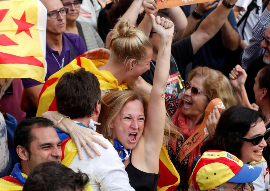 Catalonia declares independence,Catalonia,Catalonia independence,catalonia independence vote,Spain Catalonia rift,spain and catalonia,Catalonia unilaterally,Spain