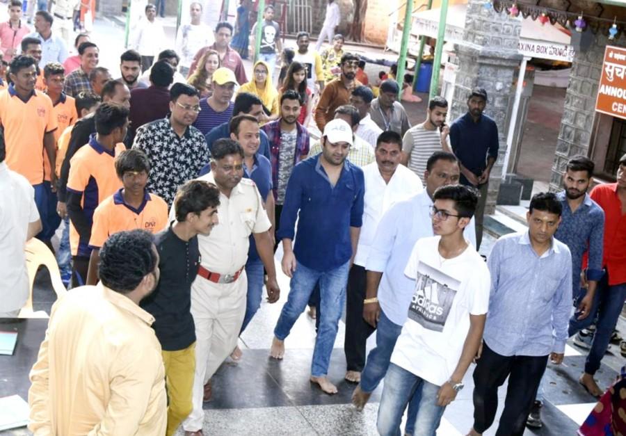 Kapil Sharma,Kapil Sharma visited Shirdi Sai Baba Temple,Director Rajiev Dhingra,Rajiev Dhingra,Ginni