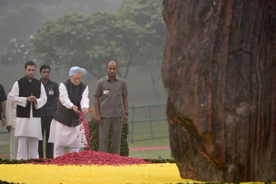 Pranab Mukherjee,Manmohan Singh,Rahul Gandhi,Pranab Mukherjee pay tributes to Indira Gandhi,Manmohan Singh pay tributes to Indira Gandhi,Rahul Gandhi pay tributes to Indira Gandhi,Indira Gandhi