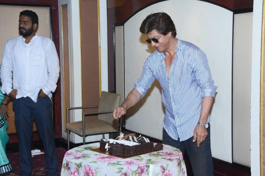 Shah Rukh Khan,Shah Rukh Khan birthday,Shah Rukh Khan birthday celebration,Shah Rukh Khan birthday celebration pics,Shah Rukh Khan birthday celebration images,Shah Rukh Khan birthday celebration stills,Shah Rukh Khan birthday celebration pictures,Shah Ruk