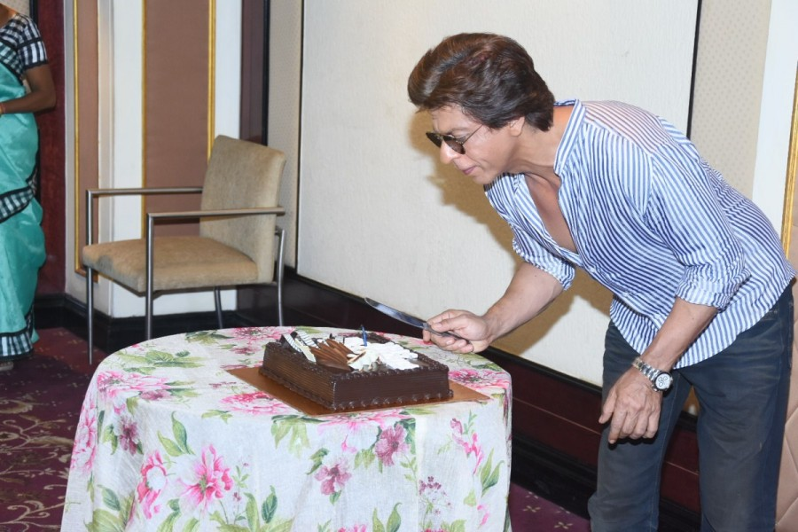 Shah Rukh Khan,Shah Rukh Khan birthday,Shah Rukh Khan birthday celebration,Shah Rukh Khan birthday celebration pics,Shah Rukh Khan birthday celebration images,Shah Rukh Khan birthday celebration stills,Shah Rukh Khan birthday celebration pictures,Shah Ruk