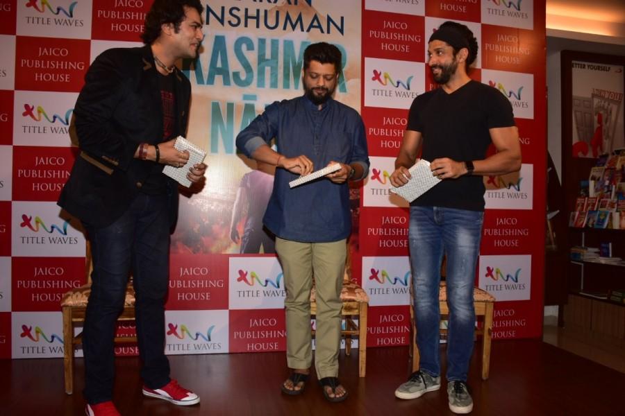 Farhan Akhtar,Karan Anshuman,Karan Anshuman book,Kashmir Nama,Farhan,Farhan Akhtar launches Karan Anshuman book
