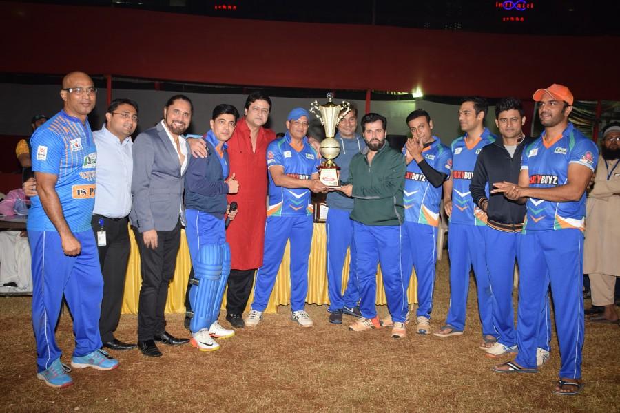 Aditya Pancholi,Shabbir Ahluwalia,Dillzan Wadia,Samir Kochhar,Varun Badola,Sharad Kelkar,Bhakhtyar Irani