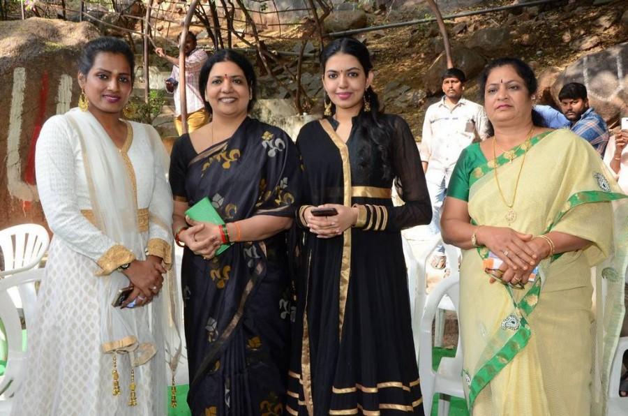 Jeevitha,Shivani Rajasekhar,Nene Mukhyamantri movie launch,Nene Mukhyamantri,Nene Mukhyamantri movie launch pics,Nene Mukhyamantri movie launch images,Nene Mukhyamantri movie launch stills,Nene Mukhyamantri movie launch pictures
