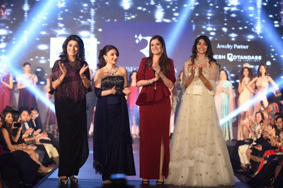 Pooja Hegde,actress Pooja Hegde,Rebecca Dewan fashion event,Rebecca Dewan,Pooja Hegde catwalks for a cause,Soha Ali Khan