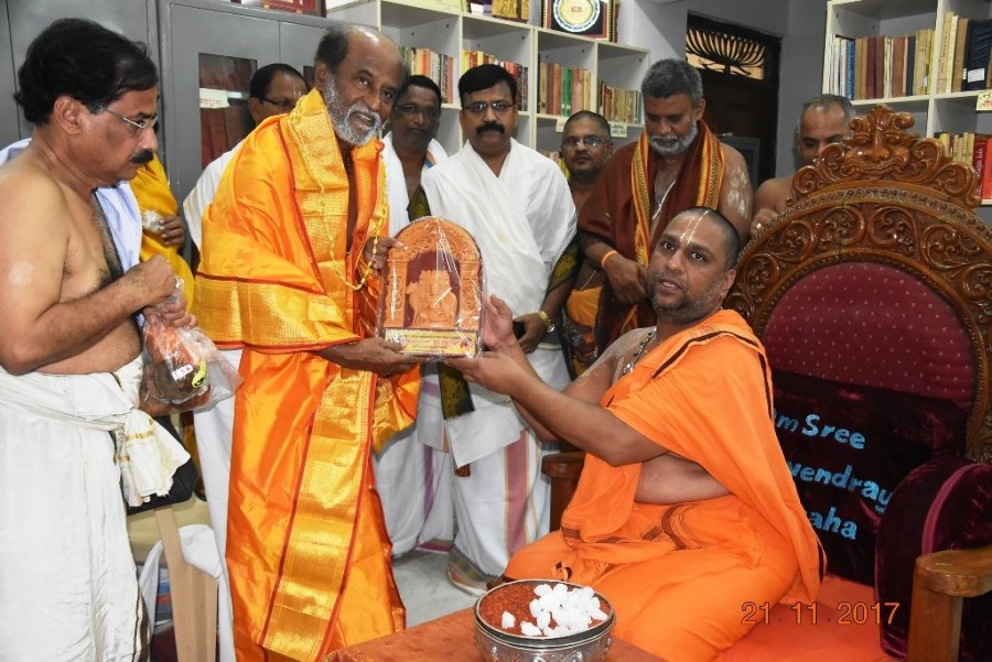 Rajinikanth,Superstar Rajinikanth,Rajinikanth visits Mantralayam,Rajinikanth visits Mantralayam temple,Mantralayam temple,Rajinikanth at Mantralayam temple,2.0,2point0