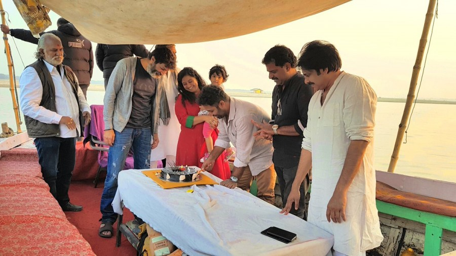 Pawan Kalyan,Agnyaathavaasi,Agnathavasi,Shobi Paulraj,Shobi Paulraj birthday,Pawan Kalyan in Varanasi,Varanasi