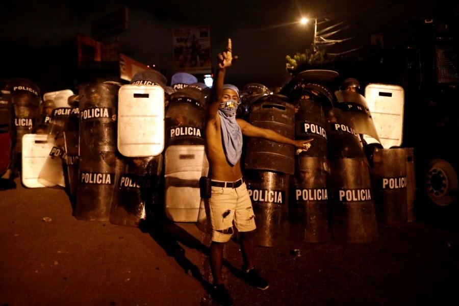 Escalating election crisis,Honduran police,Honduras