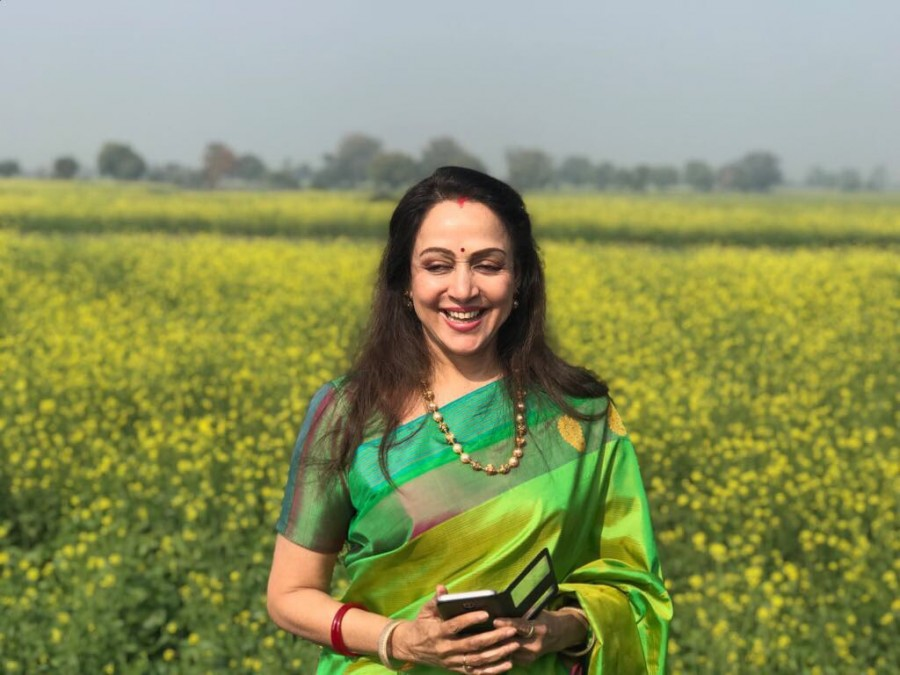 Hema Malini,Sarson ke Khet,Hema Malini Sarson ke Khet,Sarson ke Khet on the sets