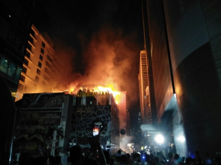 Massive Fire,Massive Fire in Mumbai,Kamala Mills,Mumbai Kamala Mills fire,fire at Kamala Mills,Kamala Mills in Mumbai,Lower Parel area