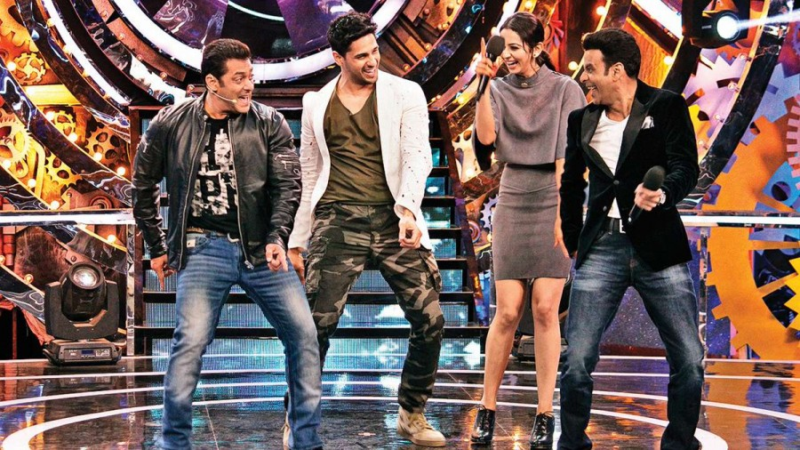 Sidharth Malhotra,Manoj Bajpayee,Rakul Preet Singh,Salman Khan,Salman Khan Big Boss 11,Big Boss 11,Aiyaary,Aiyaary promotion,Aiyaary movie promotion,Aiyaary promotion on Bigg Boss 11