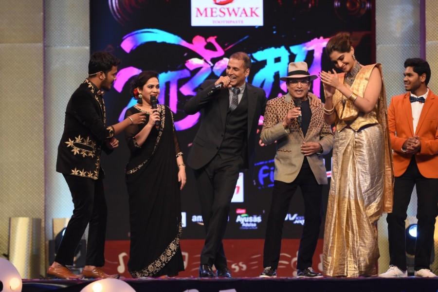 Akshay Kumar and Sonam Kapoor,Akshay Kumar,Sonam Kapoor,Padman,Padman stars,Sa Re Ga Ma,Sa Re Ga Ma grand finale,Sa Re Ga Ma finale