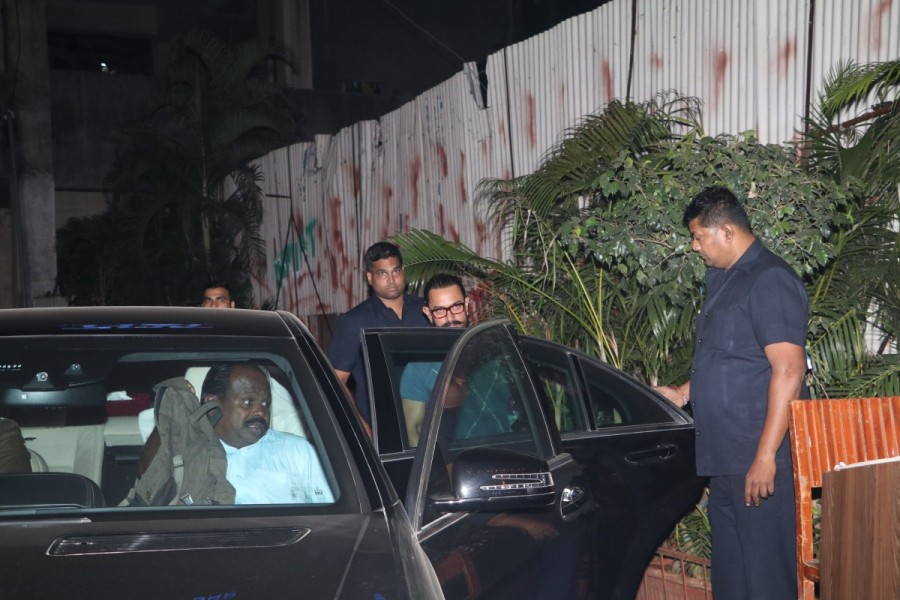 Secret Superstar actor Aamir Khan,Aamir Khan,actor Aamir Khan,Aamir Khan spotted at bandra,Aamir Khan at bandra,Aamir Khan latest pics,Aamir Khan latest images,Aamir Khan latest stills,Aamir Khan latest pictures,Aamir Khan latest photos