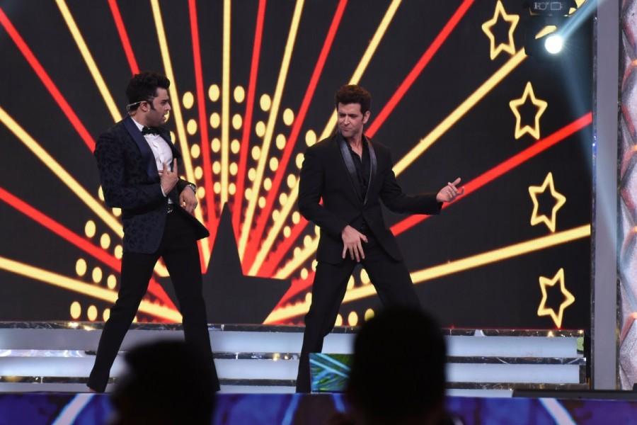 Amitabh Bachchan,Aamir Khan,Hrithik Roshan,Kangana Ranaut,Alia Bhatt,Umang Mumbai Police Show 2018,Umang Mumbai Police Show,Celebs at Umang Mumbai Police Show,Umang Mumbai Police Show pics,Umang Mumbai Police Show images,Umang Mumbai Police Show stills,Um