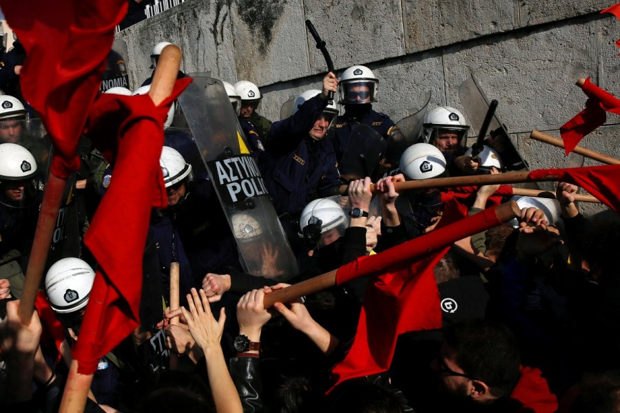 Protests and clashes,Protests in Athens,clashes in Athens,Athens parliament