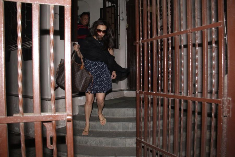 Preity Zinta,Preity Zinta baby bump,Preity Zinta baby bump pics,Preity Zinta baby bump images,Preity Zinta baby bump stills,Preity Zinta baby bump pictures,Preity Zinta baby bump photos