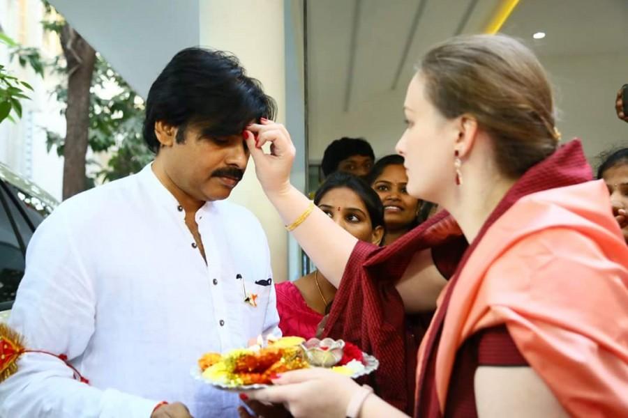 Pawan Kalyan,Jana Sena party,political tour,Anjaneya Swamy temple,Pawan Kalyan political Yatra,Pawan Kalyan political tour