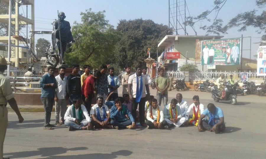 Bandh,Karnataka,Karnataka bandh,Karnataka bandh today,Karnataka bandh LIVE updates,karnataka,Mahadayi river dispute,Karnataka protests,karnataka bandh live,Karnataka government,congress,BJP,AMit Shah,Amit Shah rally