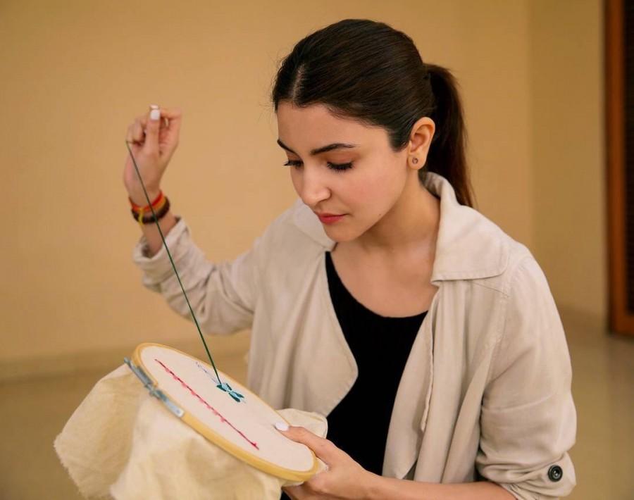 Varun Dhawan,Anushka Sharma,Anushka Sharma embroidery skills,Sui Dhaaga