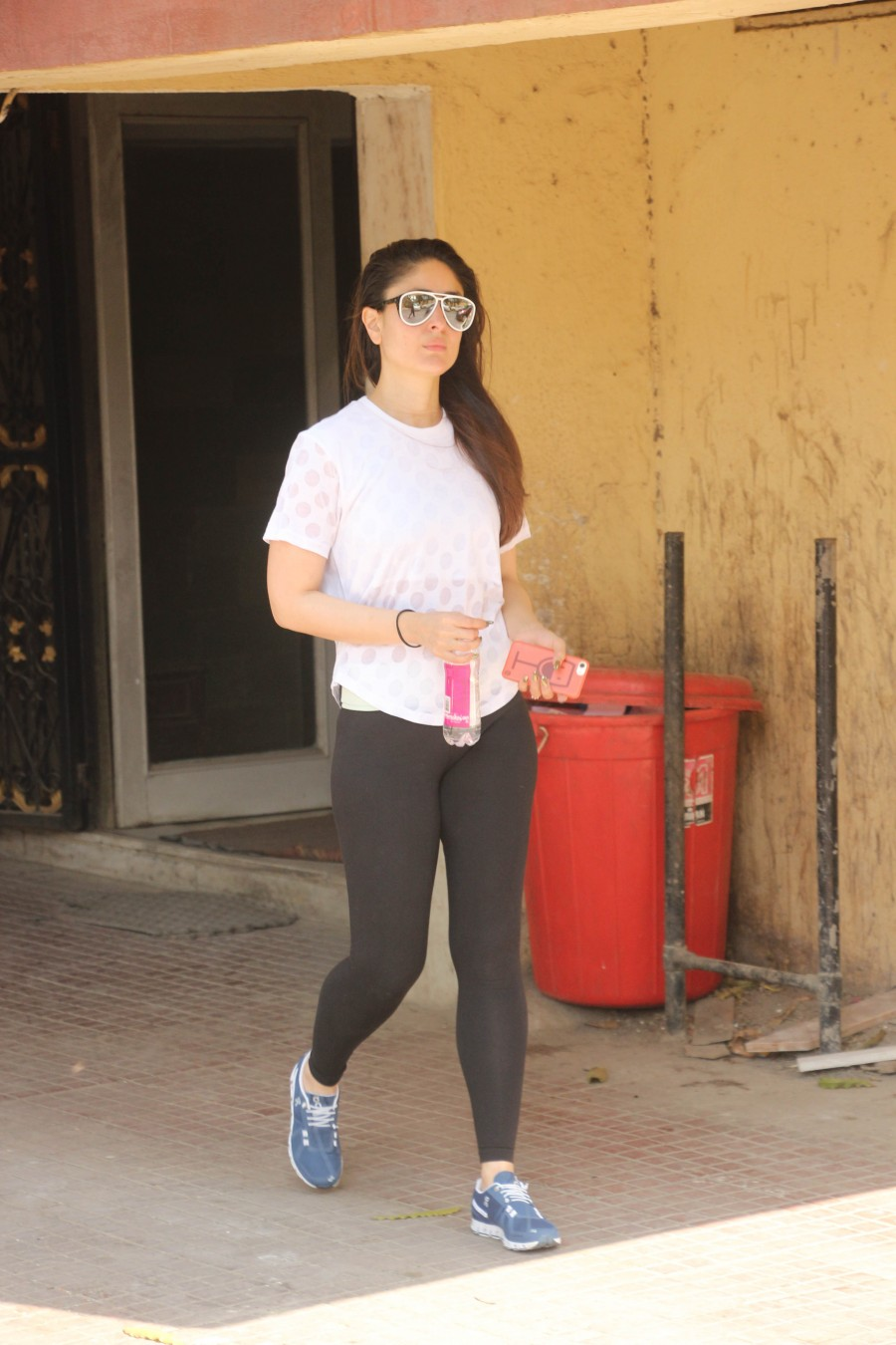 Kareena Kapoor Khan,Kareena Kapoor,Kareena Kapoor at gym,Kareena Kapoor Khan at gym,Kareena Kapoor Khan latest pics,Kareena Kapoor Khan latest imagesss,Kareena Kapoor Khan latest stills,Kareena Kapoor Khan latest pictures,Kareena Kapoor Khan latest photos